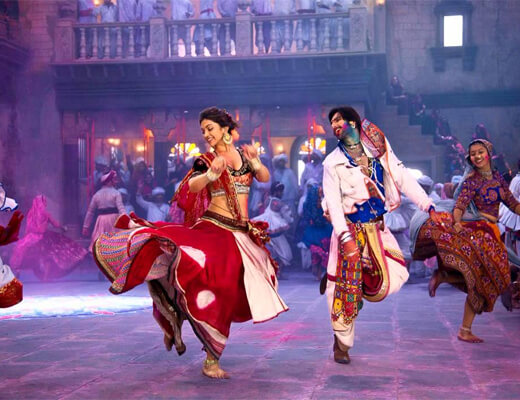 Mor-Bani-Thanghat-Kare---Ram-Leela---Lyrics-In-Hindi